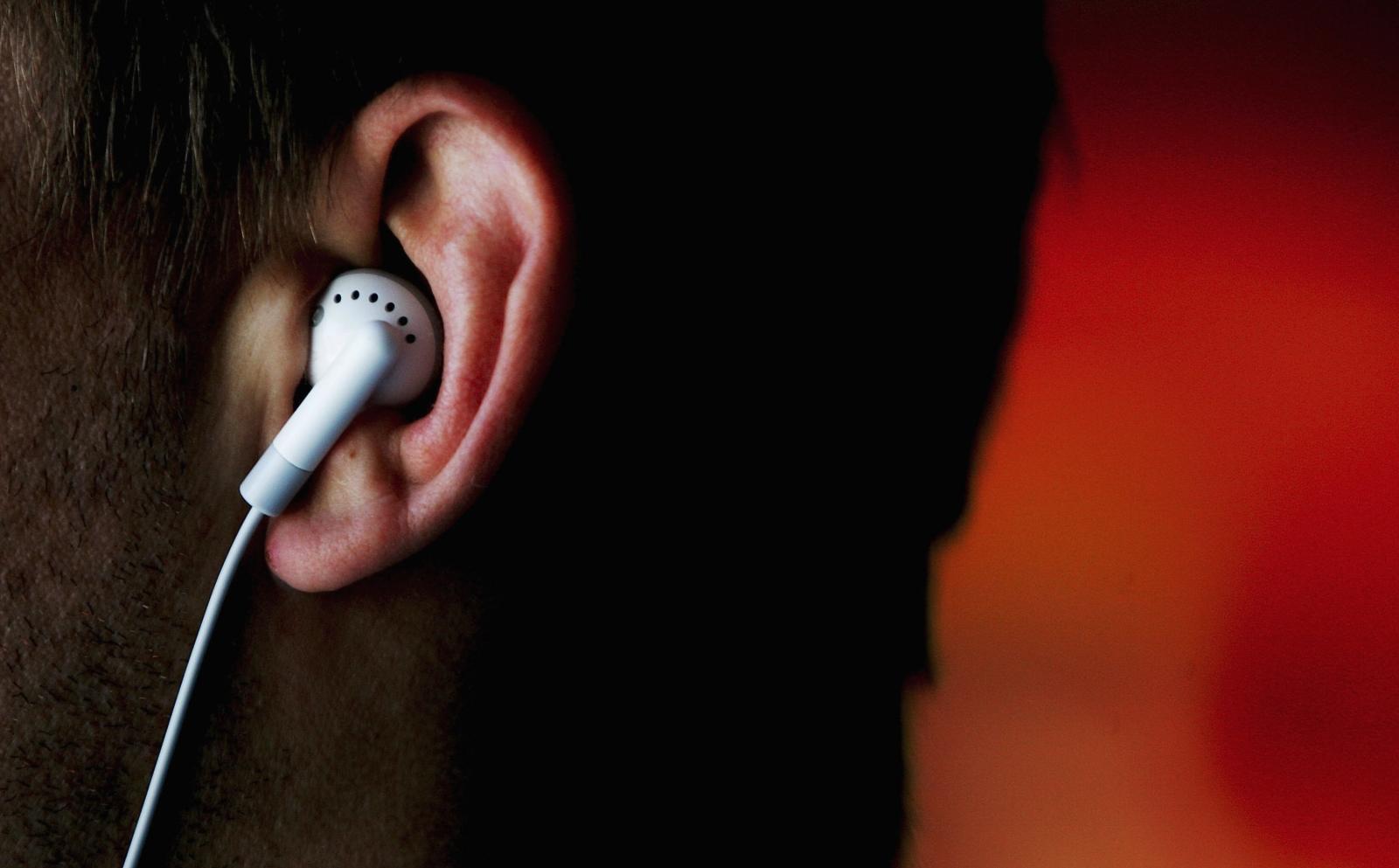 Apple working on wireless earbuds