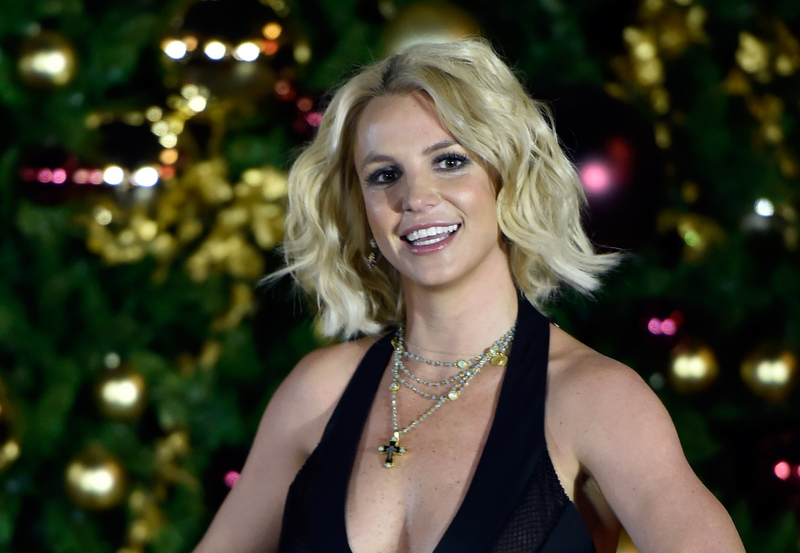Britney Spears says she will consider headlining at the 2017 Super ...