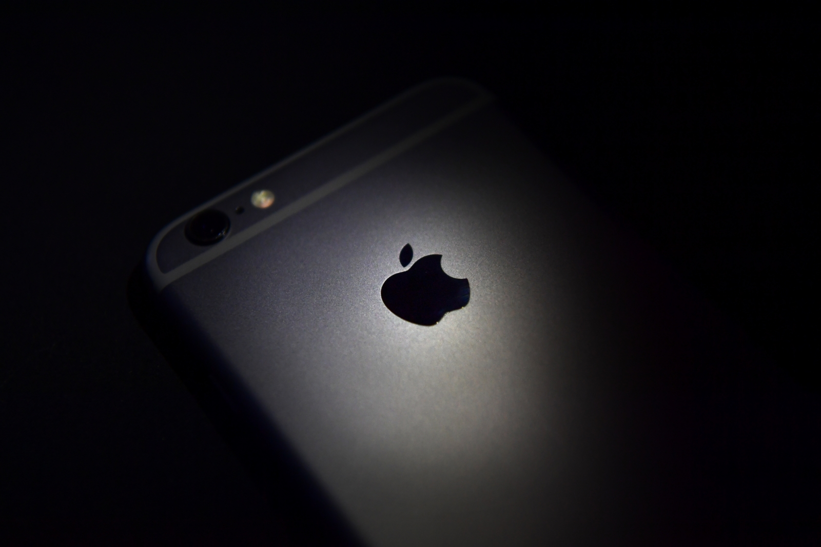 Apple faces €13bn tax penalty for receiving 'illegal state aid' in Ireland