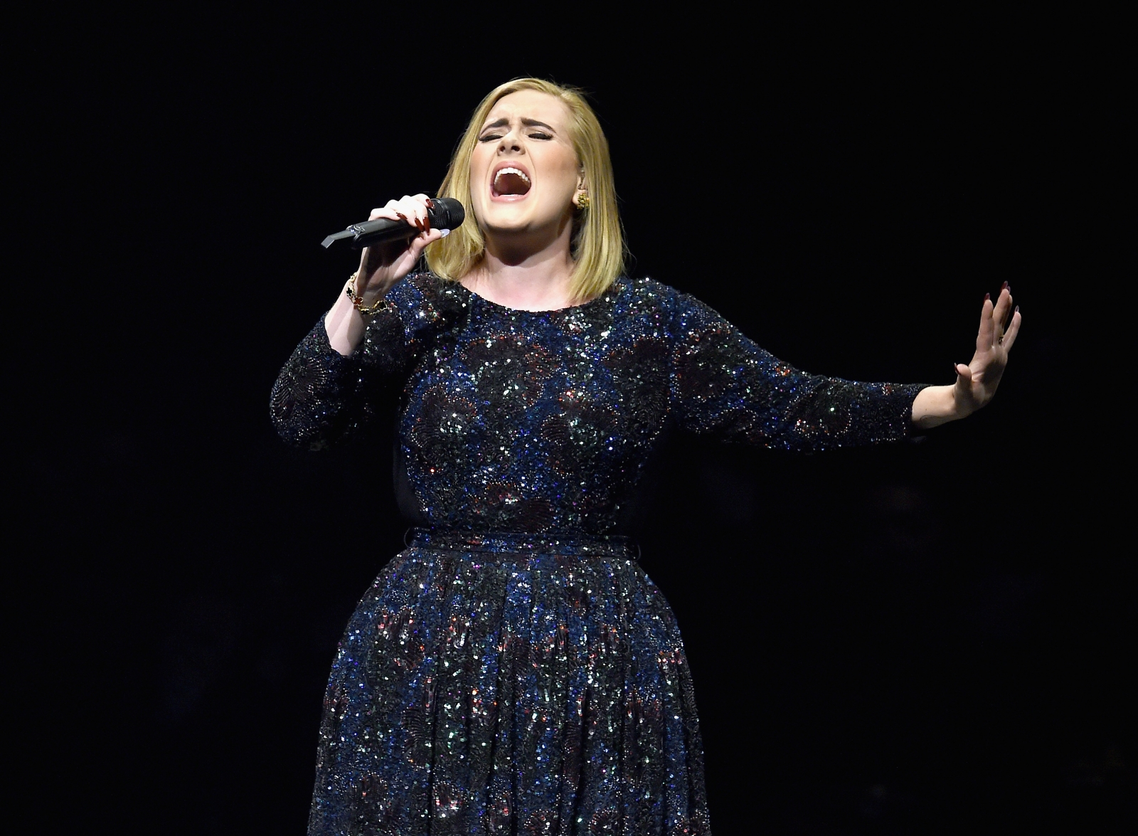 Adele Apologises To Fans After Cold Forces Her To Pull Out