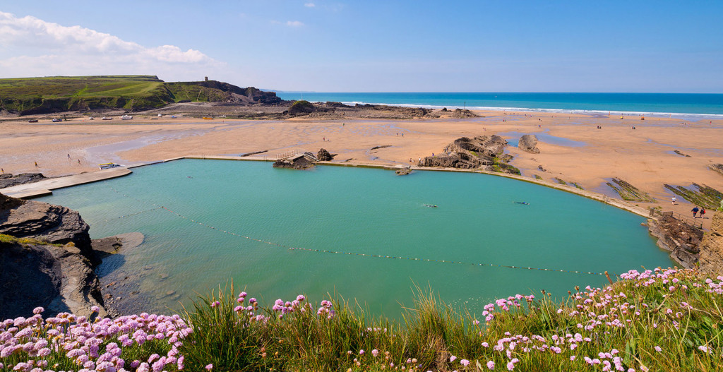 outdoor pools to visit