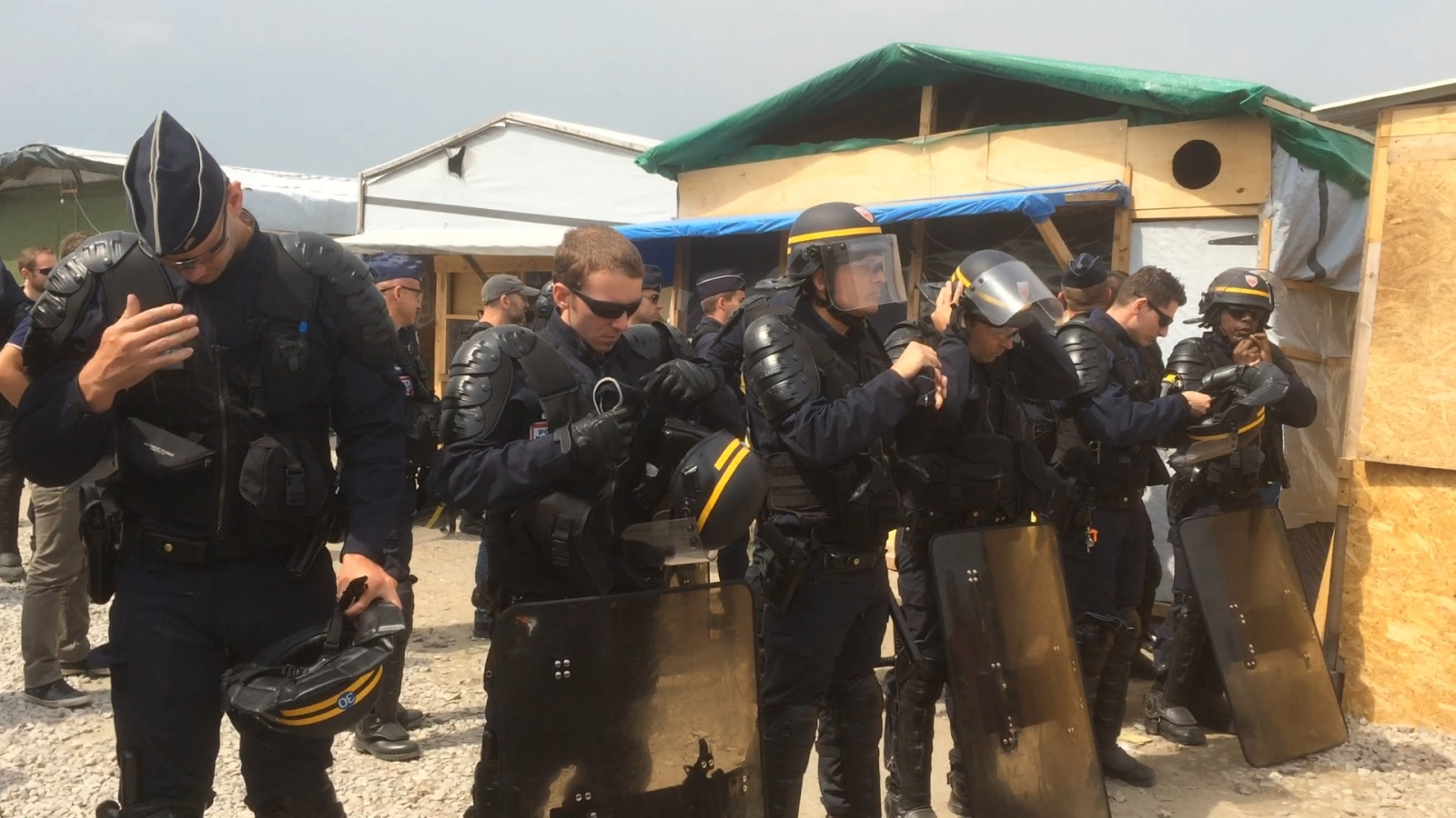 French police raid businesses in Calais jungle