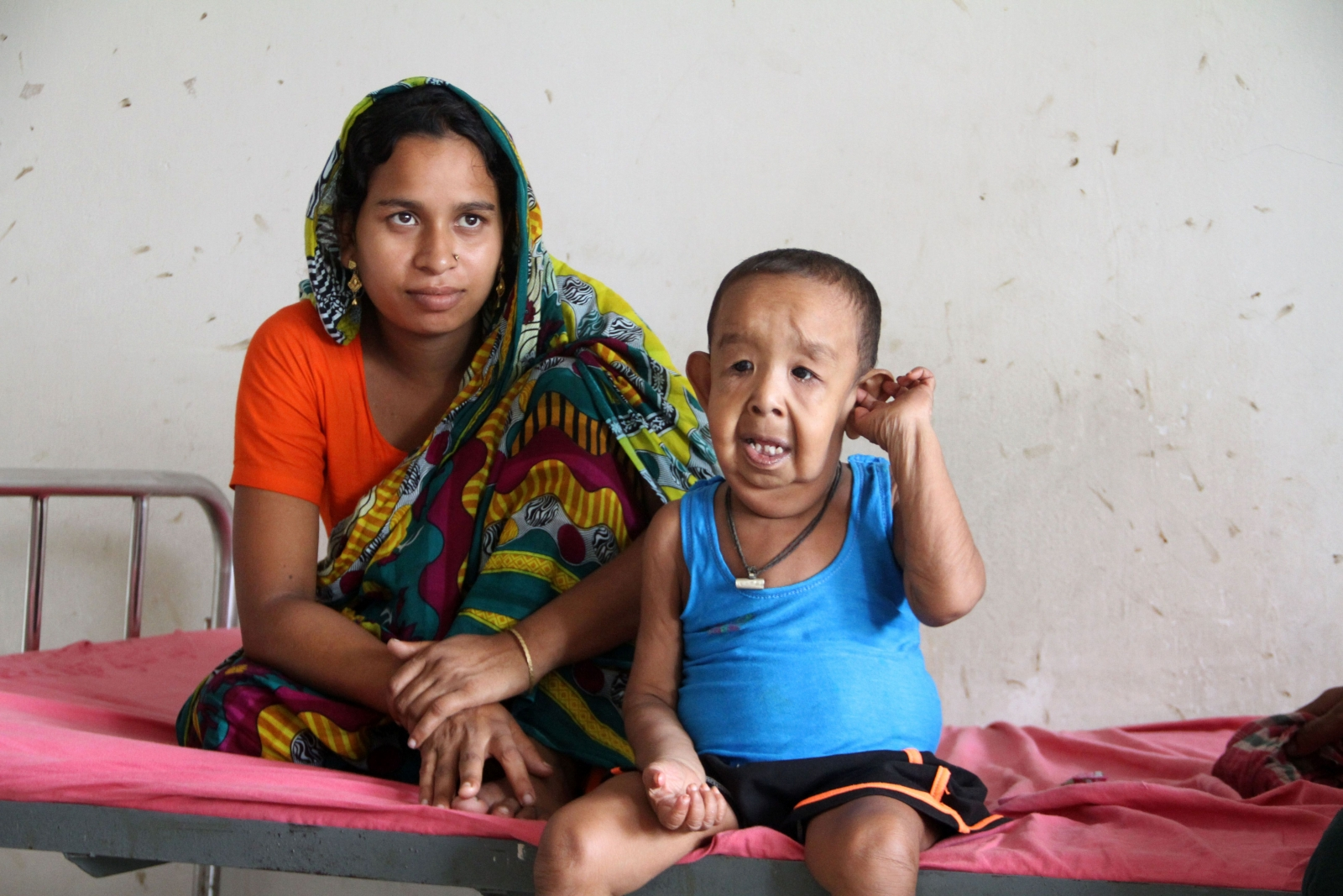 the economic problems faced by bangladesh Less developed and poorer than pakistan, bangladesh has economic problems: frequent natural disasters such as typhoons hit this low-lying country and bring devastating floods high population growth in an already densely populated country.