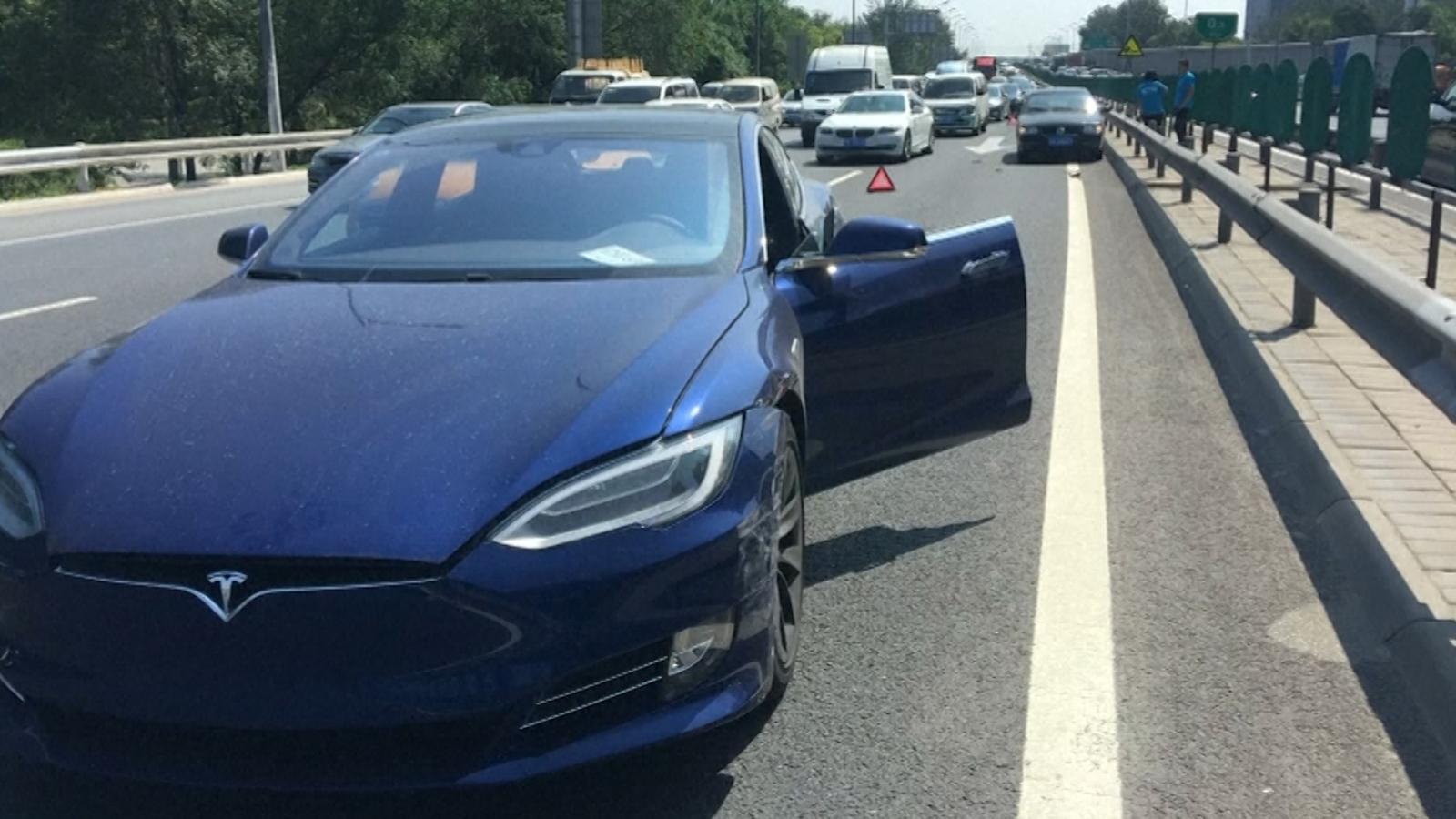 Tesla auto-pilot crash