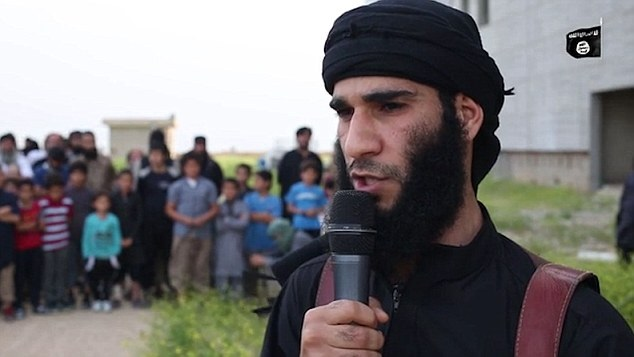 isis jihadi talks to crowd