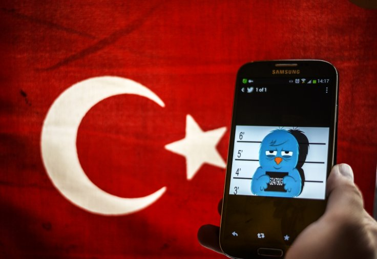Twitter bowing under threat of a ban to censor verified journalists in post-coup Turkey