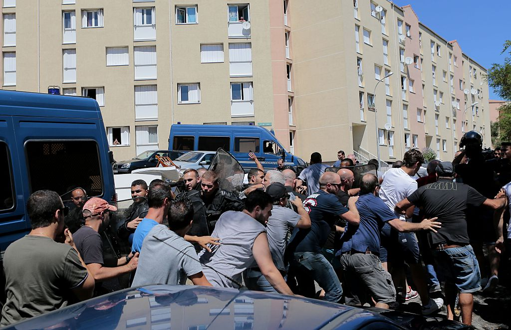 Police and protesters clash in Lupito