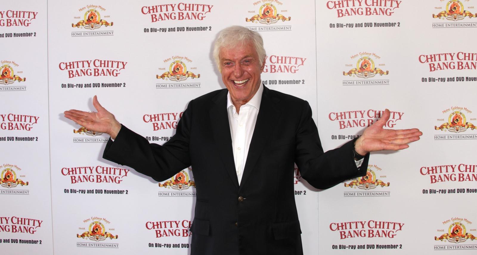 Dick Van Dyke sings 'Chitty Chitty Bang Bang' at Denny's