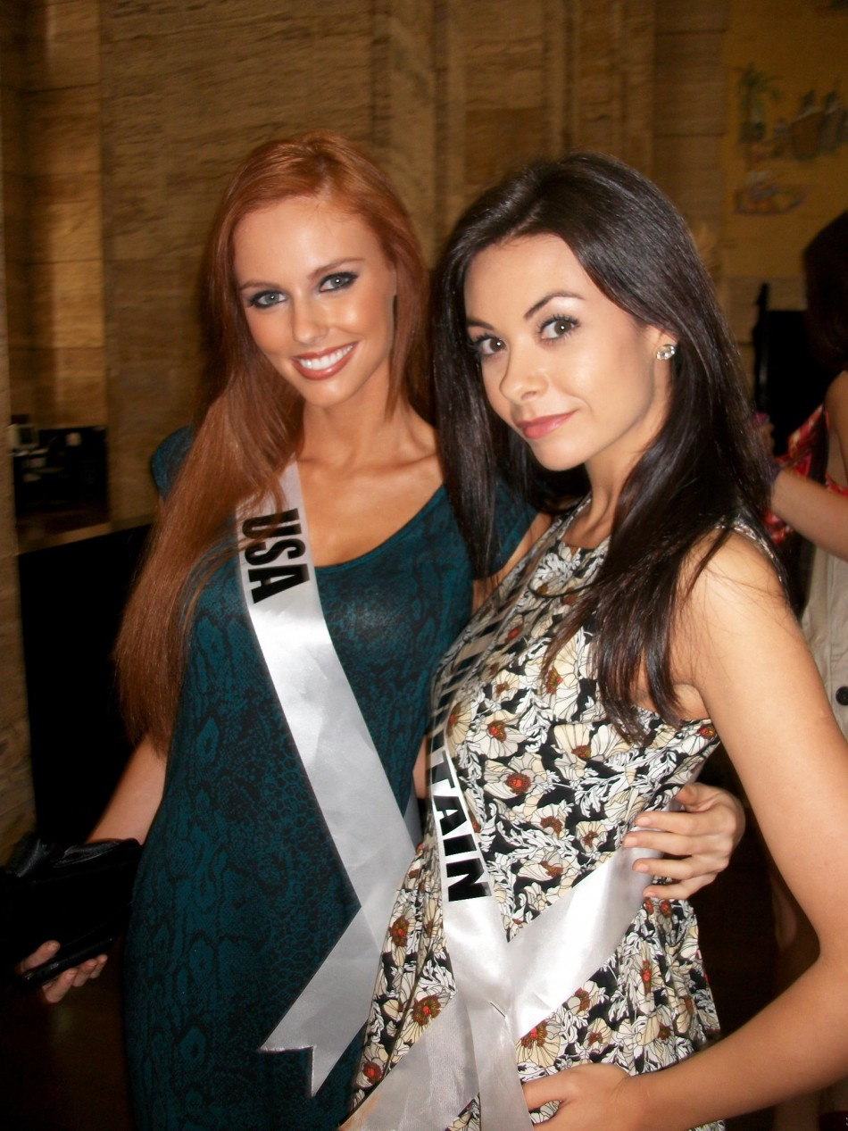 Miss Universe Great Britan 2011 Chloe Beth Morgan with Miss Universe USA 2011