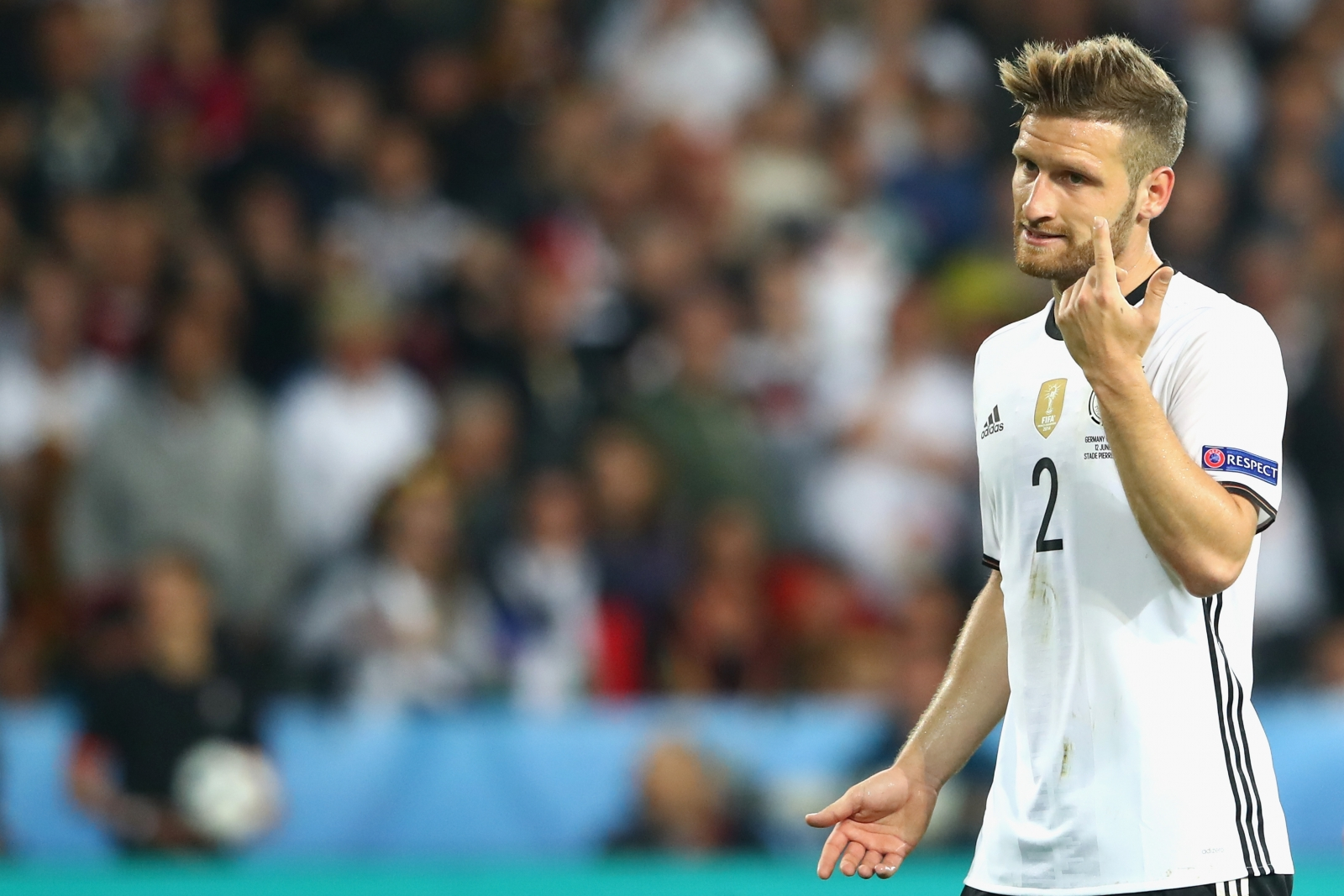 Shkodran Mustafi in talks with