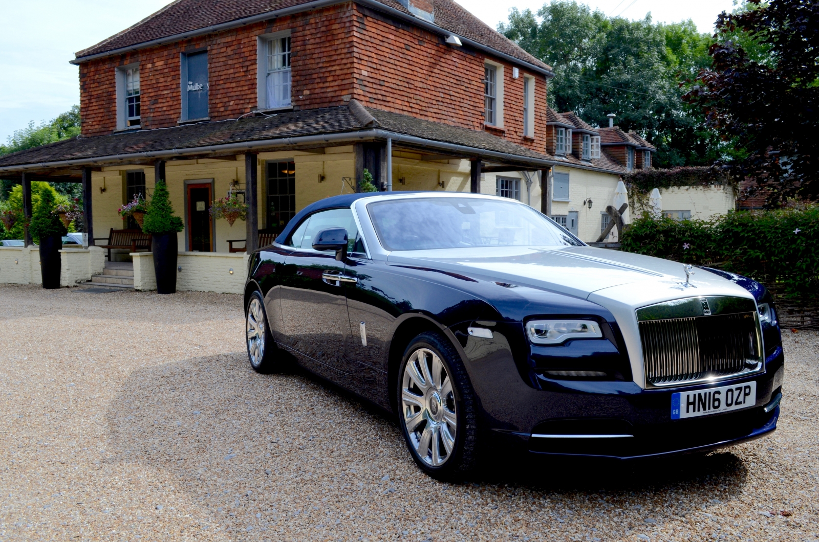 rolls royce dawn uk review with video. Black Bedroom Furniture Sets. Home Design Ideas