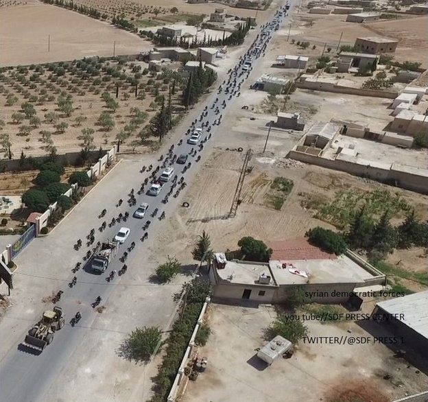Isis use human shields to flee Manbij