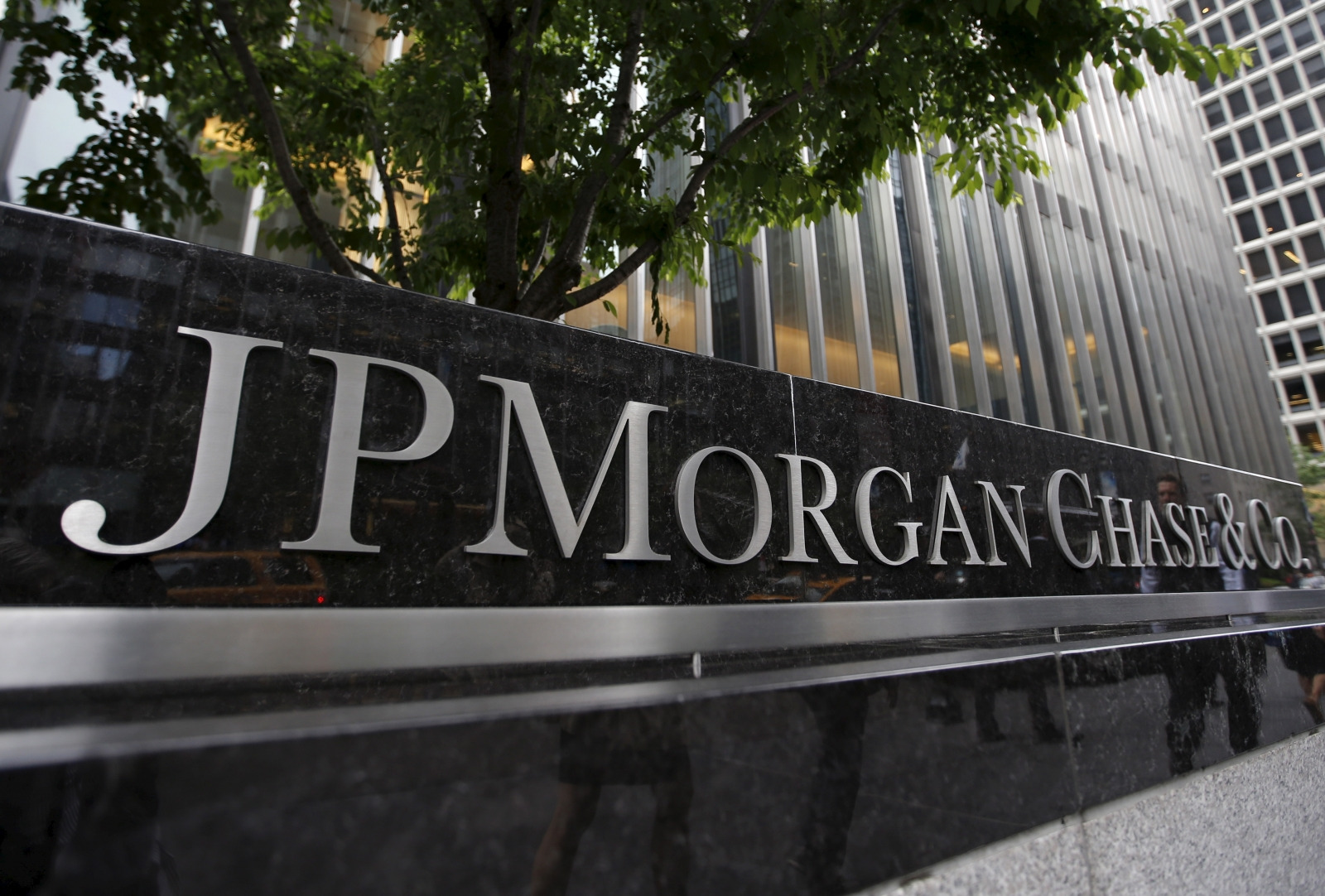 JPMorgan to receive $645m as part of a litigation settlement with the FDIC and Deutsche Bank
