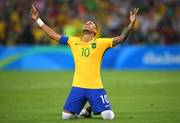 Neymar scores the winning penalty
