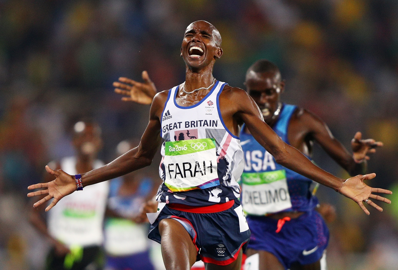 Rio 2016 Olympics: Mo Farah retains 5,000m gold to secure historic 'double double'