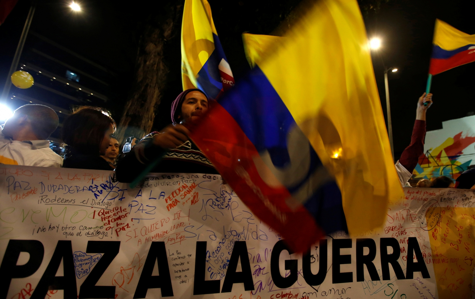 Colombian government signs historic peace deal with FARC rebels