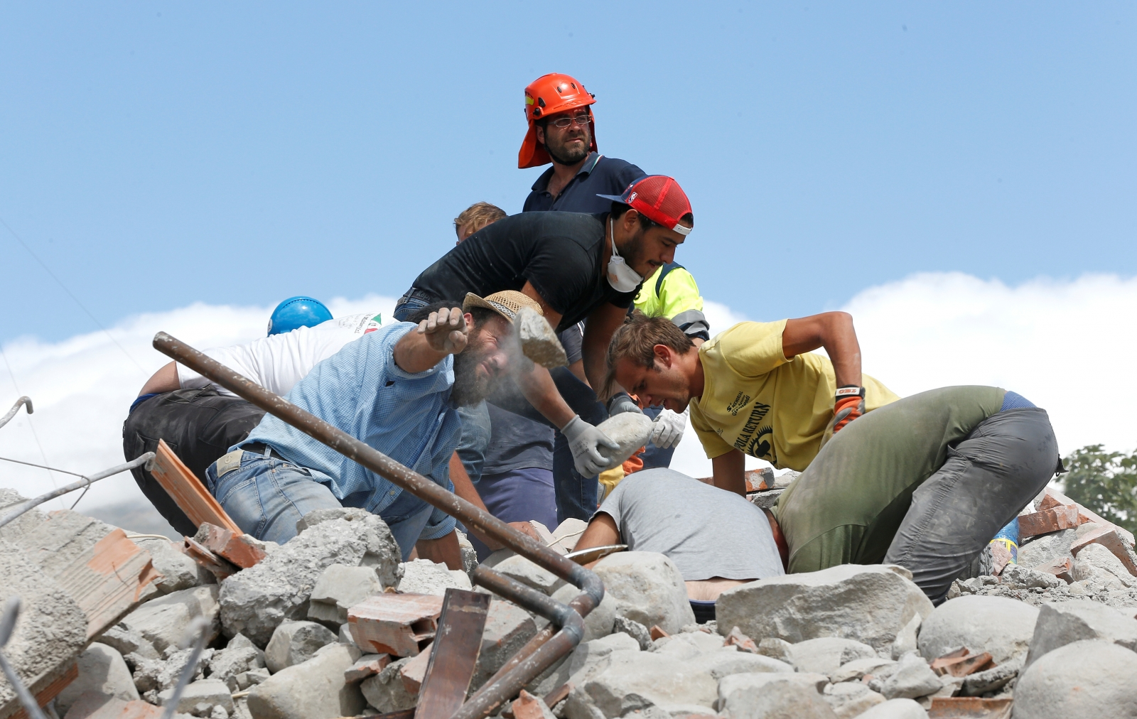 Italy Amatrice earthquake rescuers rubble