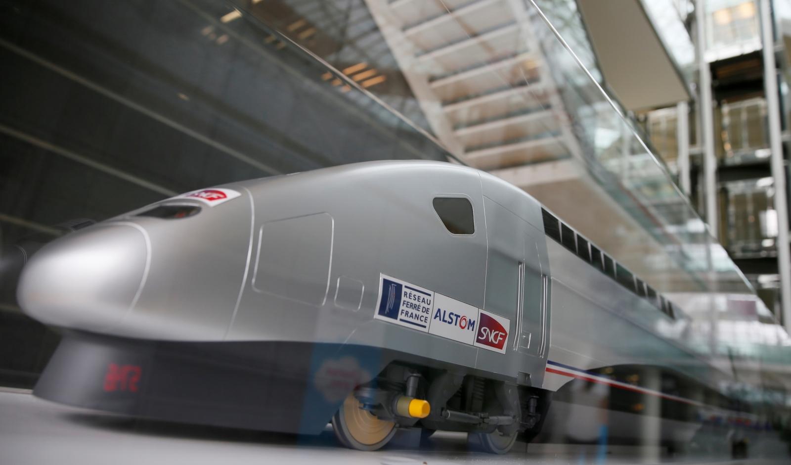 Biden announces $2.45 billion federal loan to Amtrak