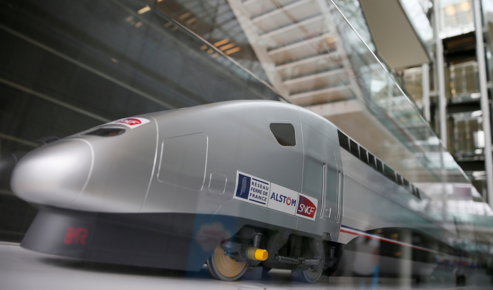 Alstom signs $2bn contract with Amtrak for 28 new high-speed trains that will run between Boston and Washington