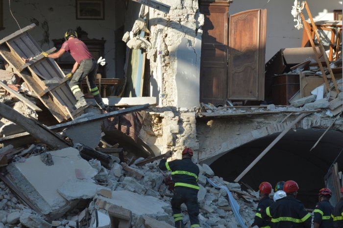 Amatrice earthquake rescue workers 2016
