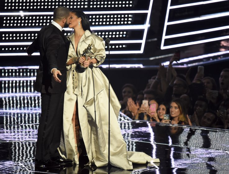 Are Drake and Rihanna fake dating? Body language specialist