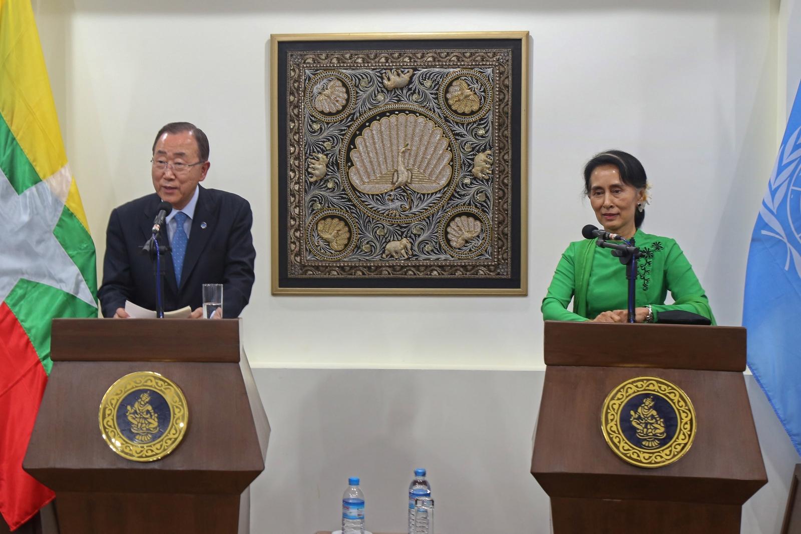 Aung San Suu Kyi Hosts Ethnic Minorities In Myanmar