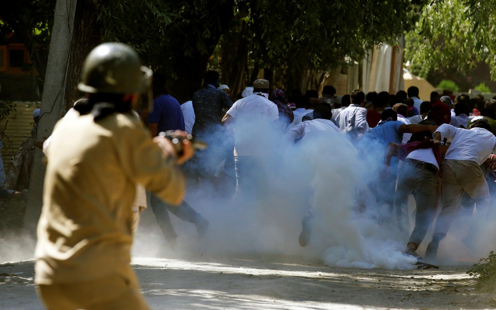 Tear gas, Srinagar