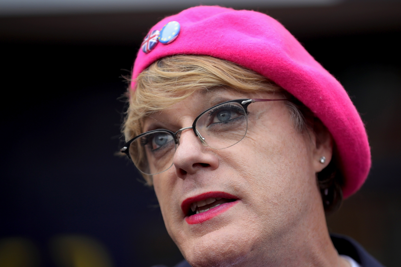 Man Fined For Stealing Eddie Izzard S Pink Beret At Pro Eu