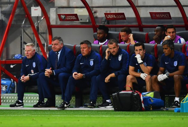 The England bench look frustrated
