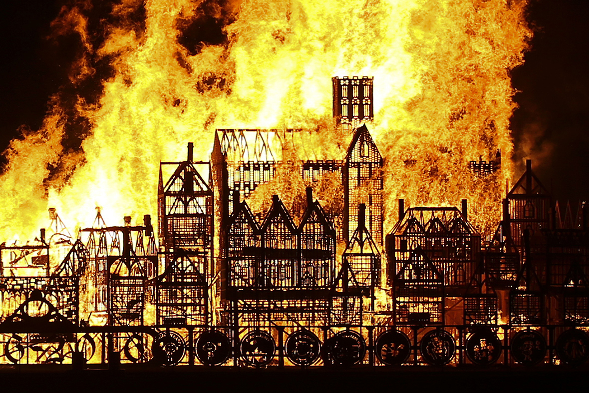 Great Fire of London: Giant replica of 17th century London set ablaze on  the Thames