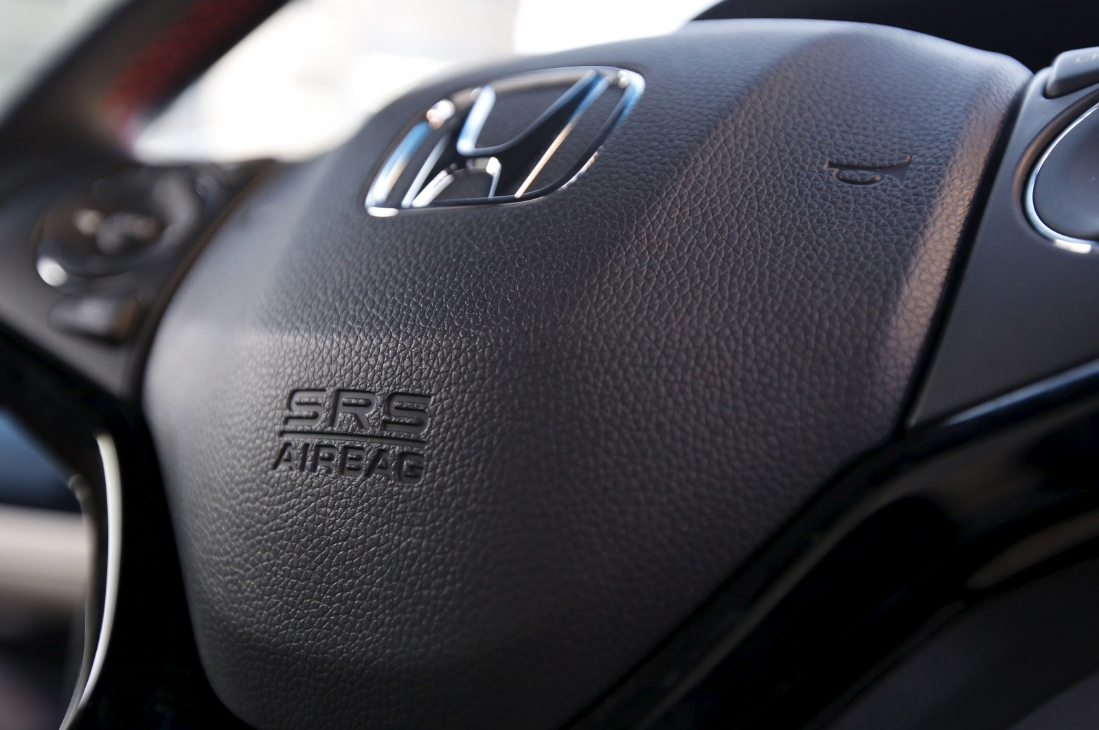 Takata Air Bag Issue Honda Recalls 668 000 Cars In Japan