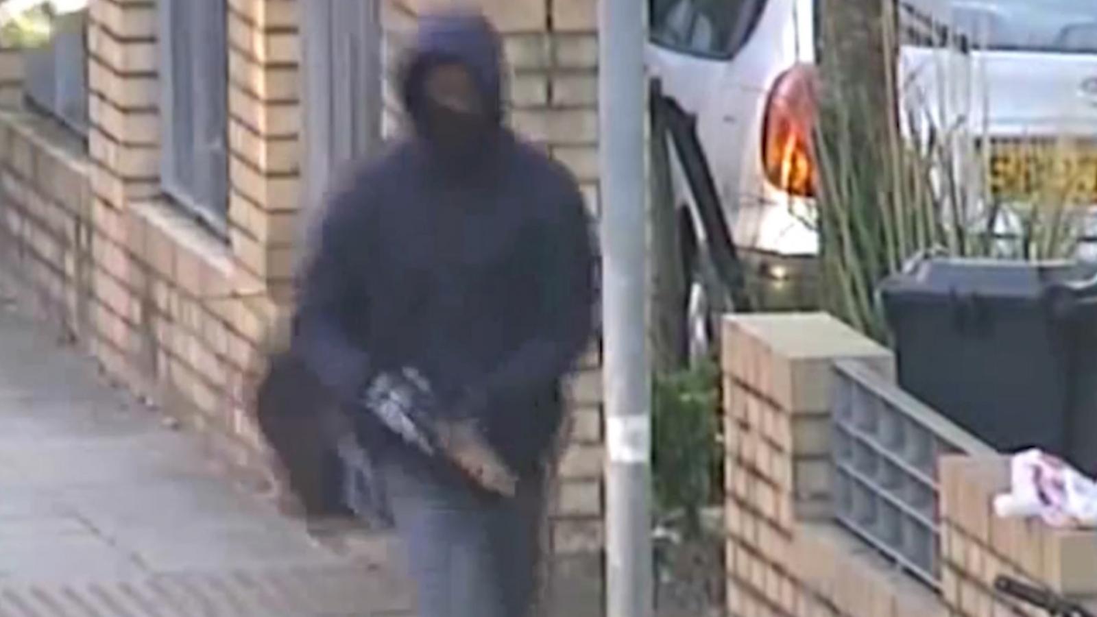 Police CCTV footage shows shotgun attack in Brixton