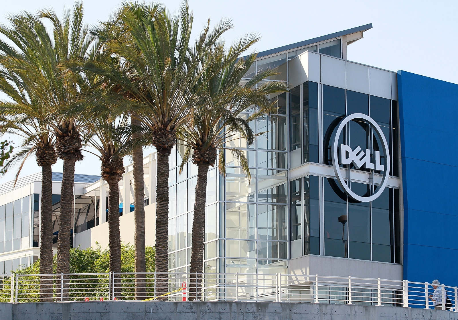 Dell Could Lay Off About 2 000 To 3 000 Jobs After Emc
