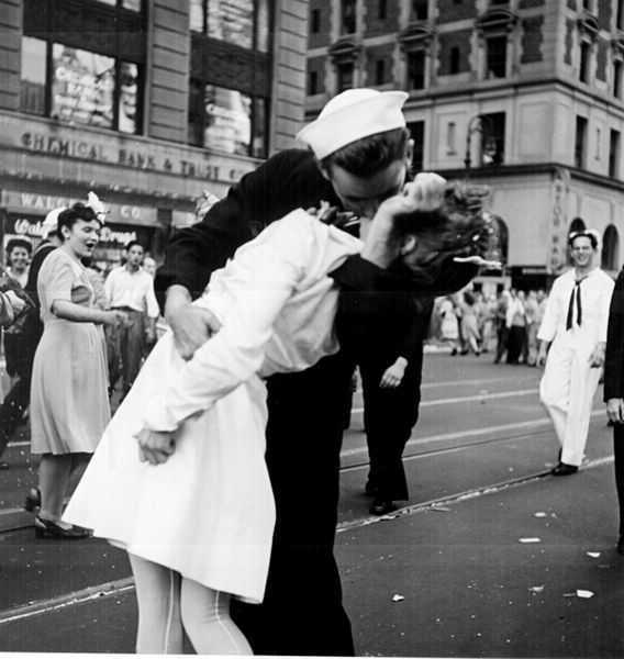 Greta Zimmer Friedman, who was kissed by a sailor in Times Square, has died at the age of 92