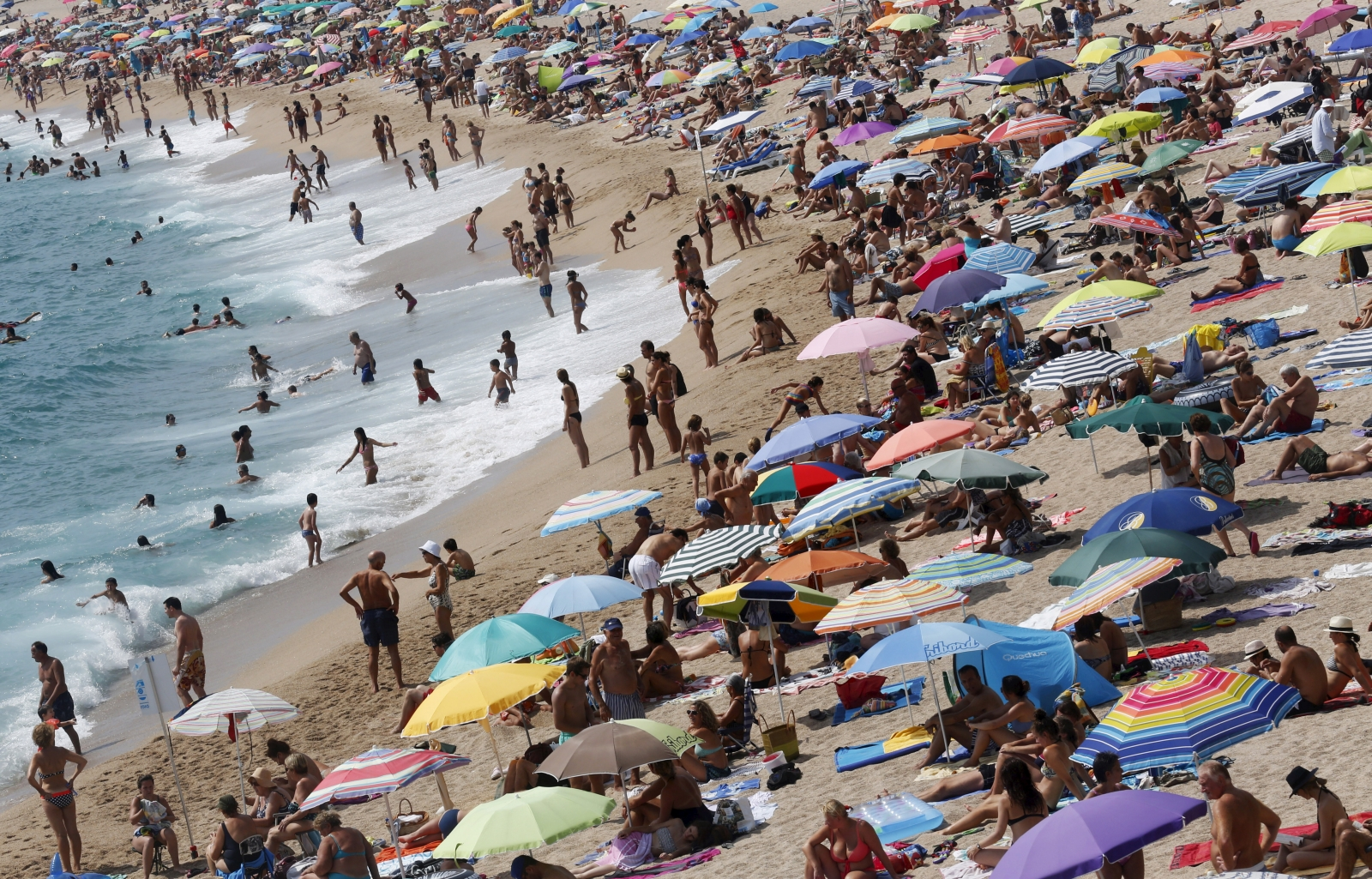 Statistics show demise of the two-week holiday