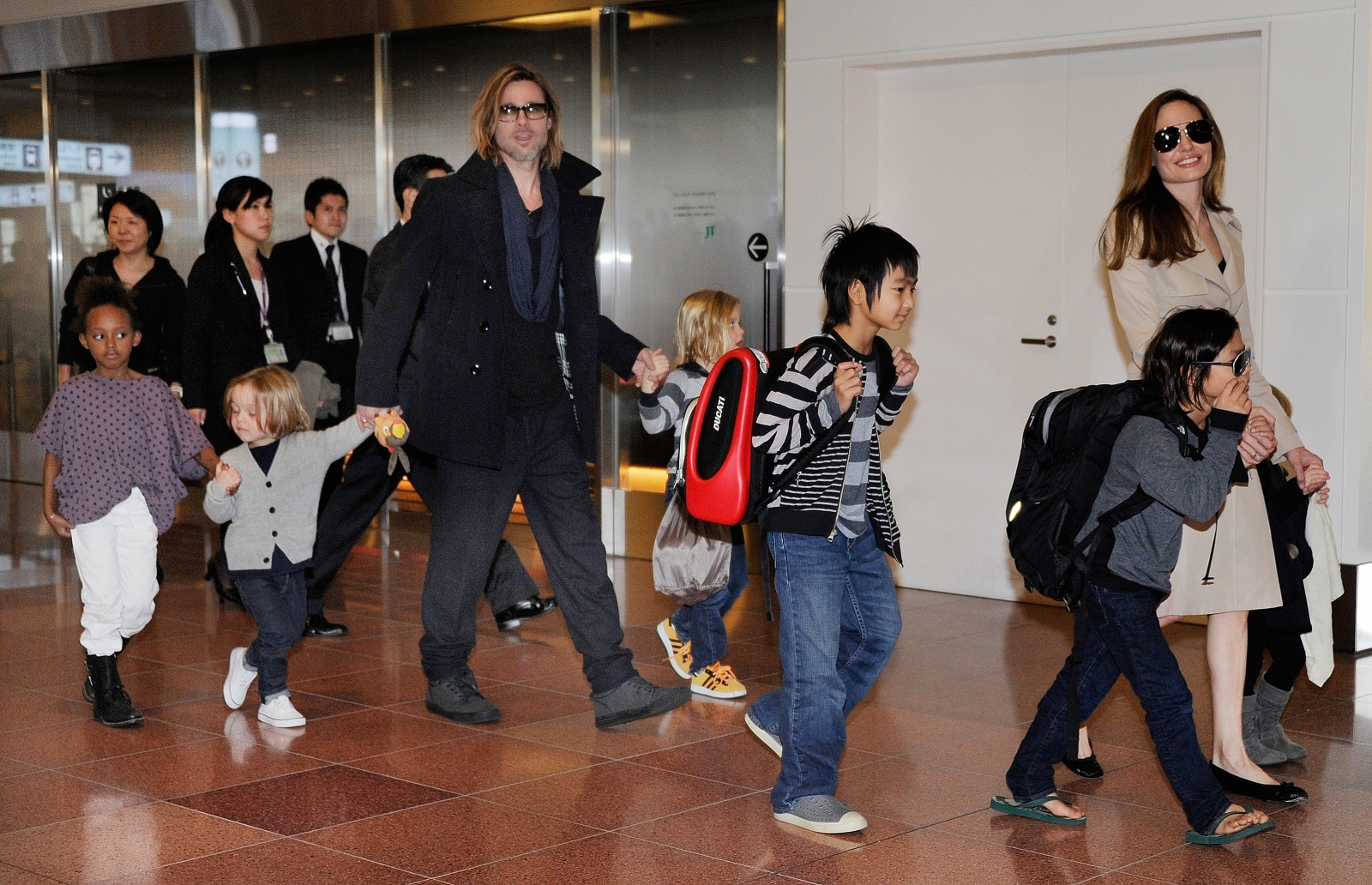 Angelina Jolie, Brad Pitt and family