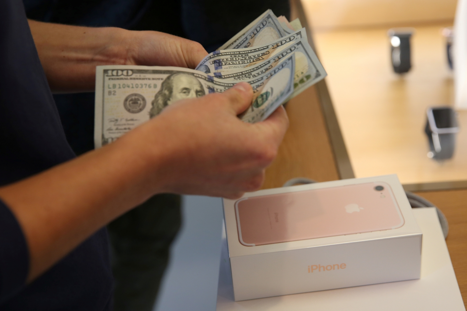 iPhone 7 being bought in Apple Store