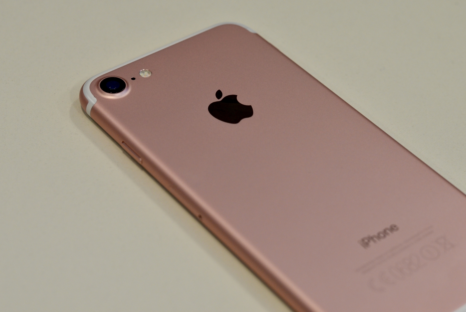 Apple iPhone 7 back rose gold