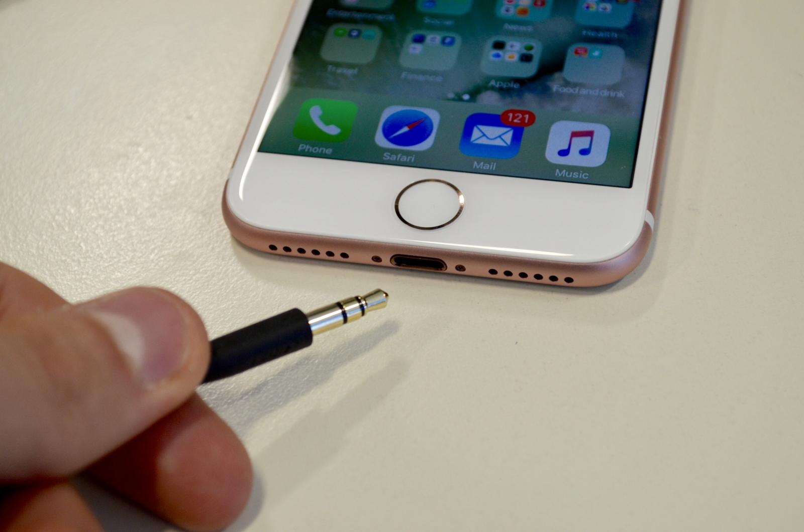 Apple iPhone 7 headphones