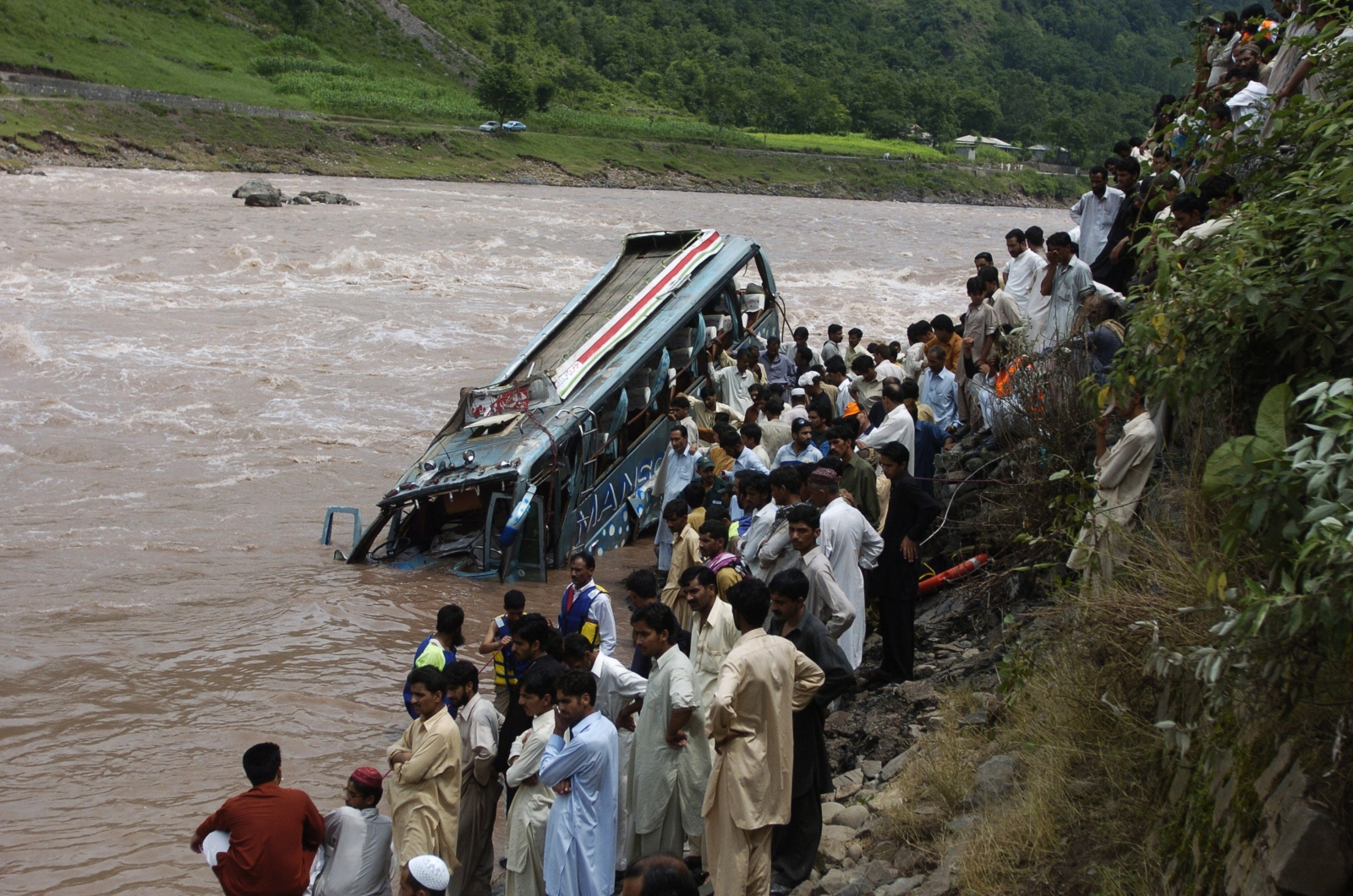 Pakistan bus crash