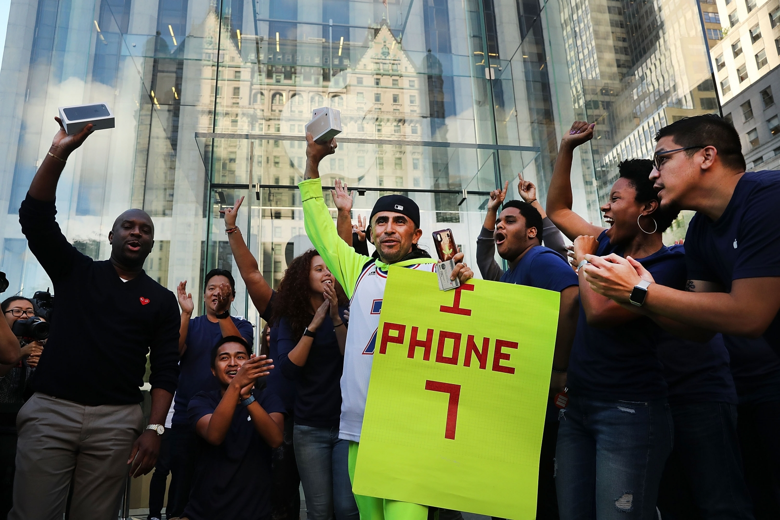 iPhone 7 sales by end of 2016