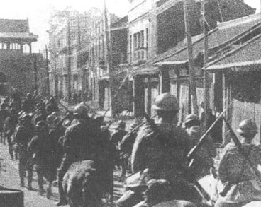 Japanese troops invade during Mukden Incident