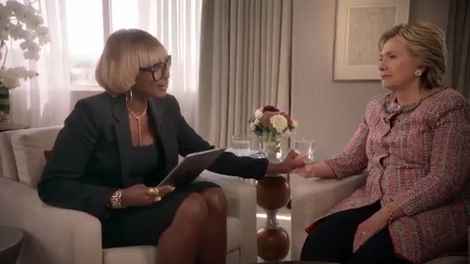 Hillary Clinton serenaded by Mary J Blige in strange Apple Music advert