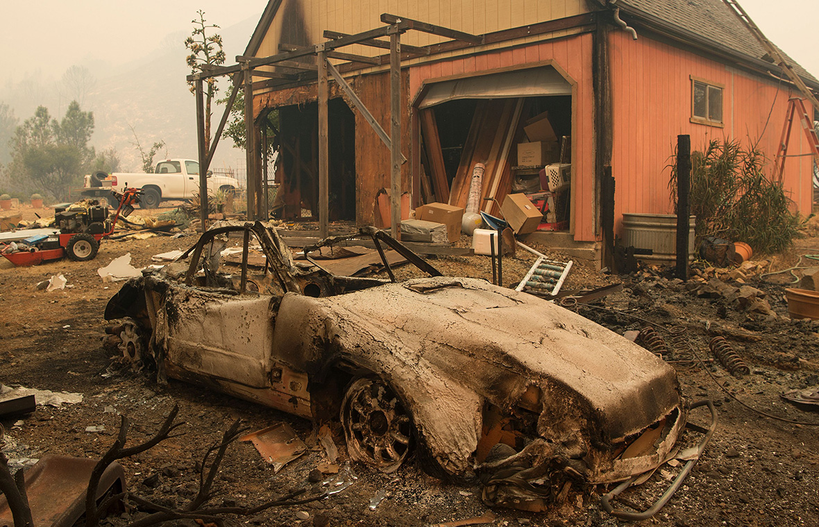 California Loma Fire Rages Through Drought Parched Santa Cruz Mountains