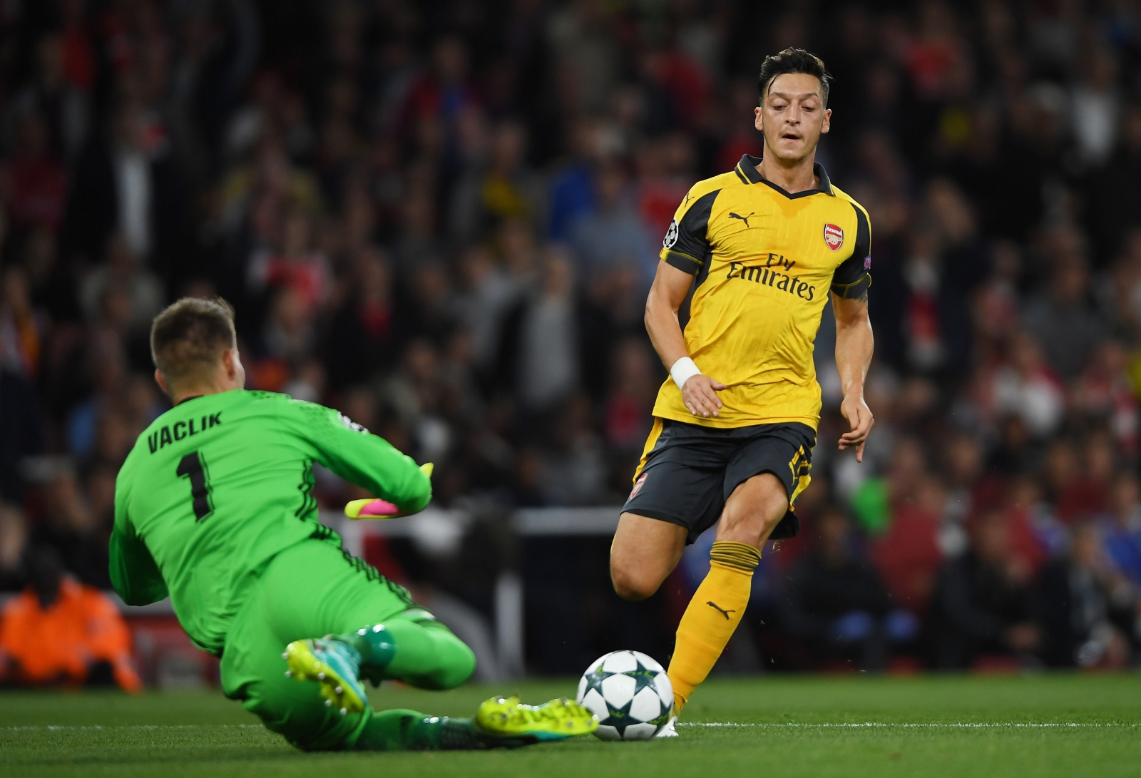 Mesut Ozil tries to reach the ball