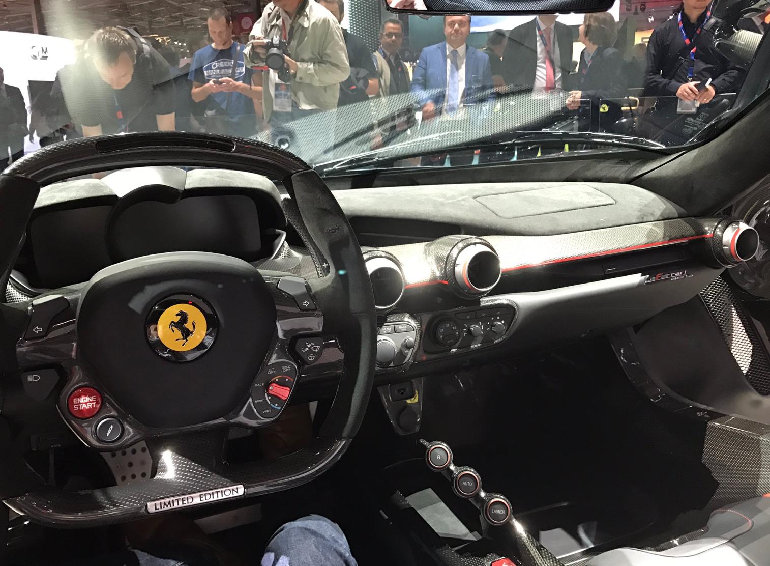 Ferrari LaFerrari Aperta interior