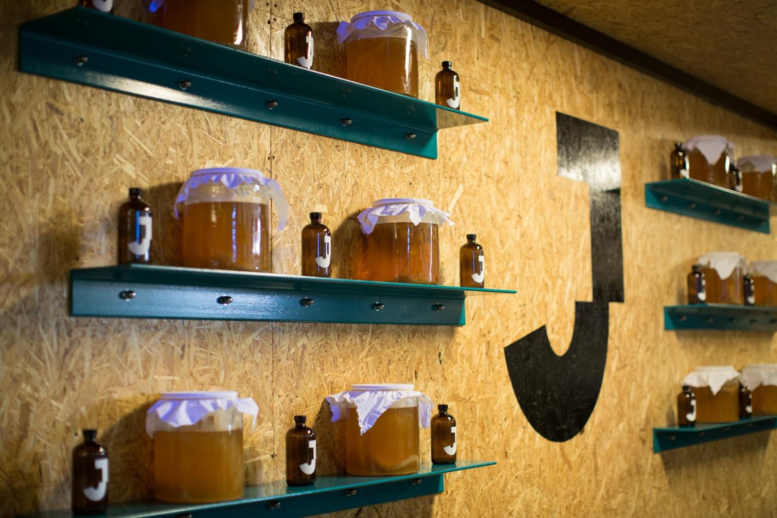 Fermenting kombucha at the JarrBar
