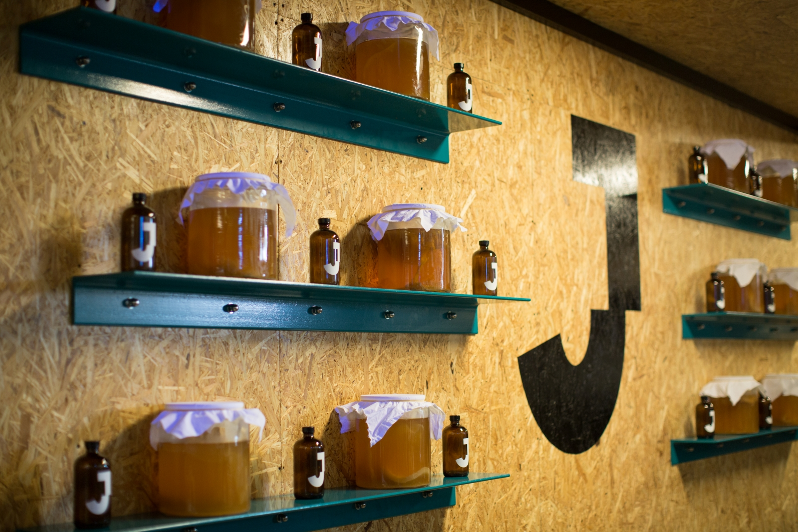 Fermenting kombucha at the JarrBar