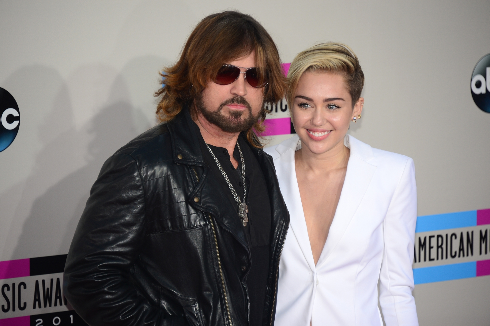 miley cyrus and her dad relationship