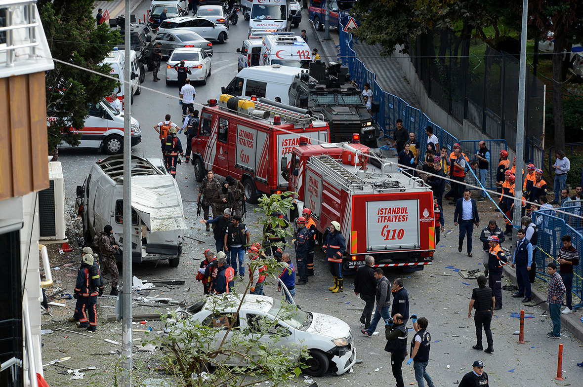 At least 5 hurt in bomb attack near Istanbul police station